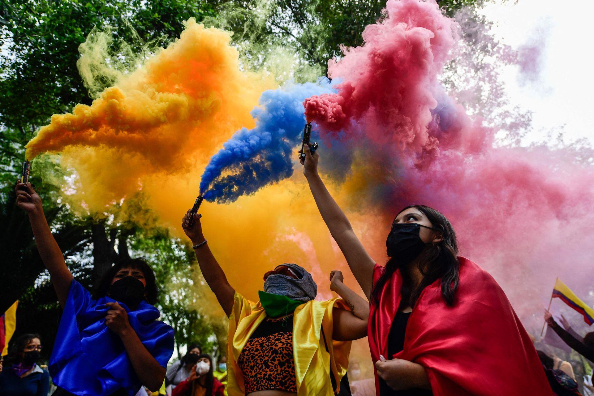 Bengalas con los colores de la bandera colombiana