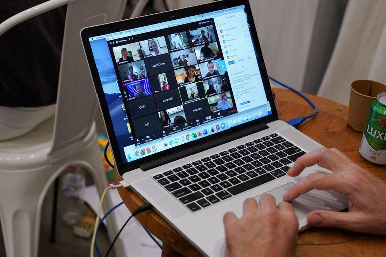 Por el aislamiento se la multiplicó el uso de aplicaciones virtuales para comunicarse, y se potenciaron las denuncias por cibercrímenes