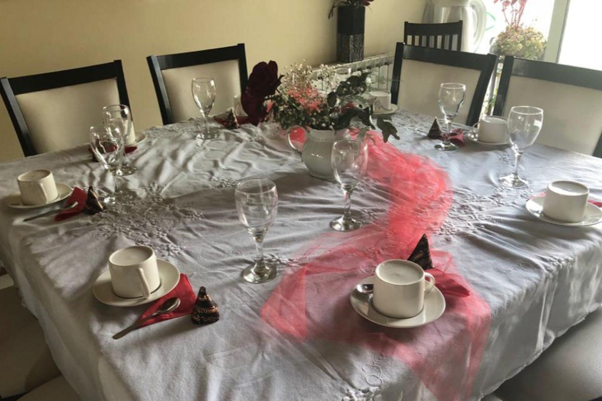 La mesa armada para uno de los eventos que realizó Cecilia en su casa