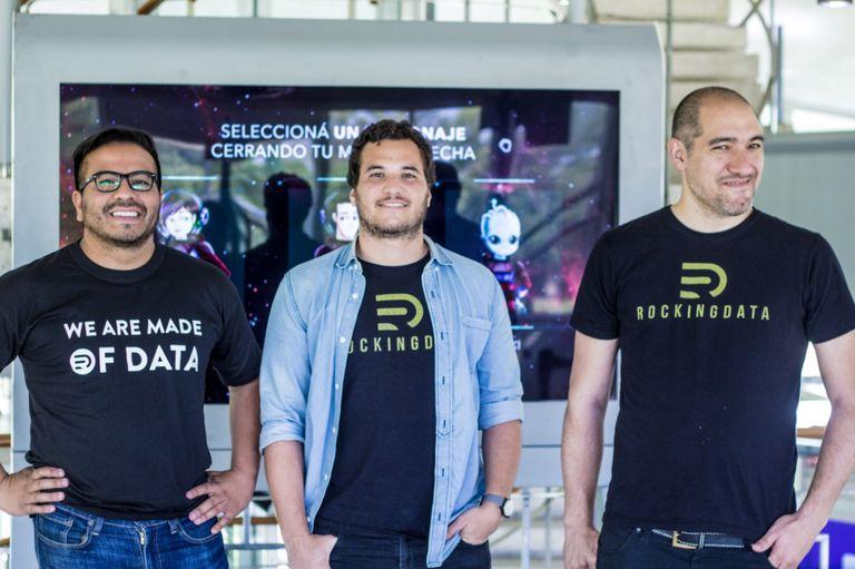 Fredi Vivas, junto a sus amigos y socios en RockingData, Martín Maffioli y Diego Oyola