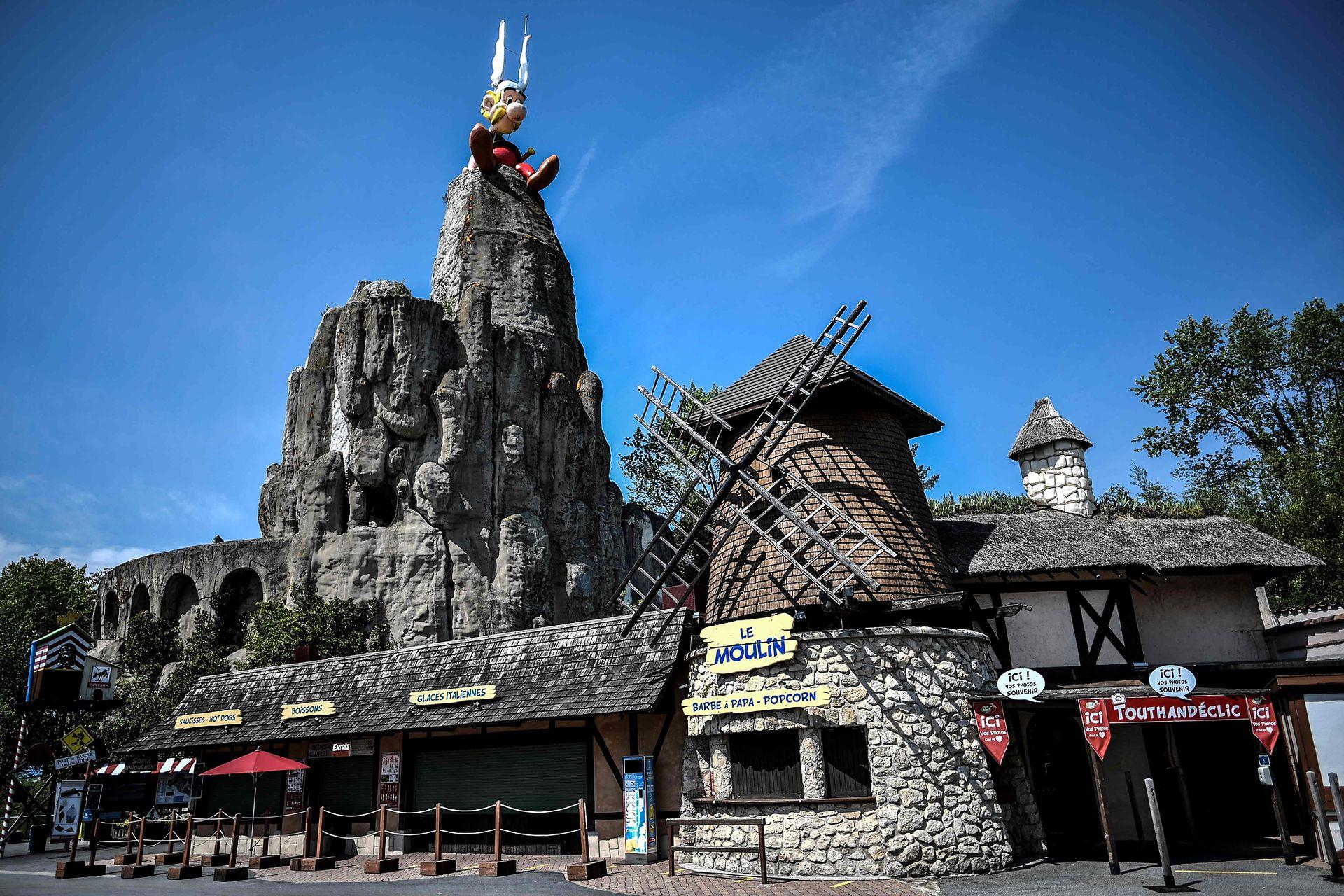 Parc Asterix se encuentra ubicado a 35 km al norte de París, su ubicación es estratégica ya que es de fácil acceso en auto y en transporte público