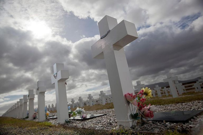 Familiares de caídos en Malvinas viajan al cementerio de Darwin