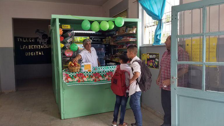 Más frutas, menos harinas, el objetivo de los quioscos saludables en escuelas