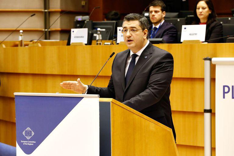 12/02/2020 Foto de archivo del presidente del Comité de las Regiones de la UE, Apostolos Tzitzikostas, durante una rueda de prensa en el marco de la sesión plenaria 138 del Comité, en la que fue elegido presidente en Bruselas (Bélgica) a 12 de febrero de 2020. POLITICA Comité Europeo de las Regiones
