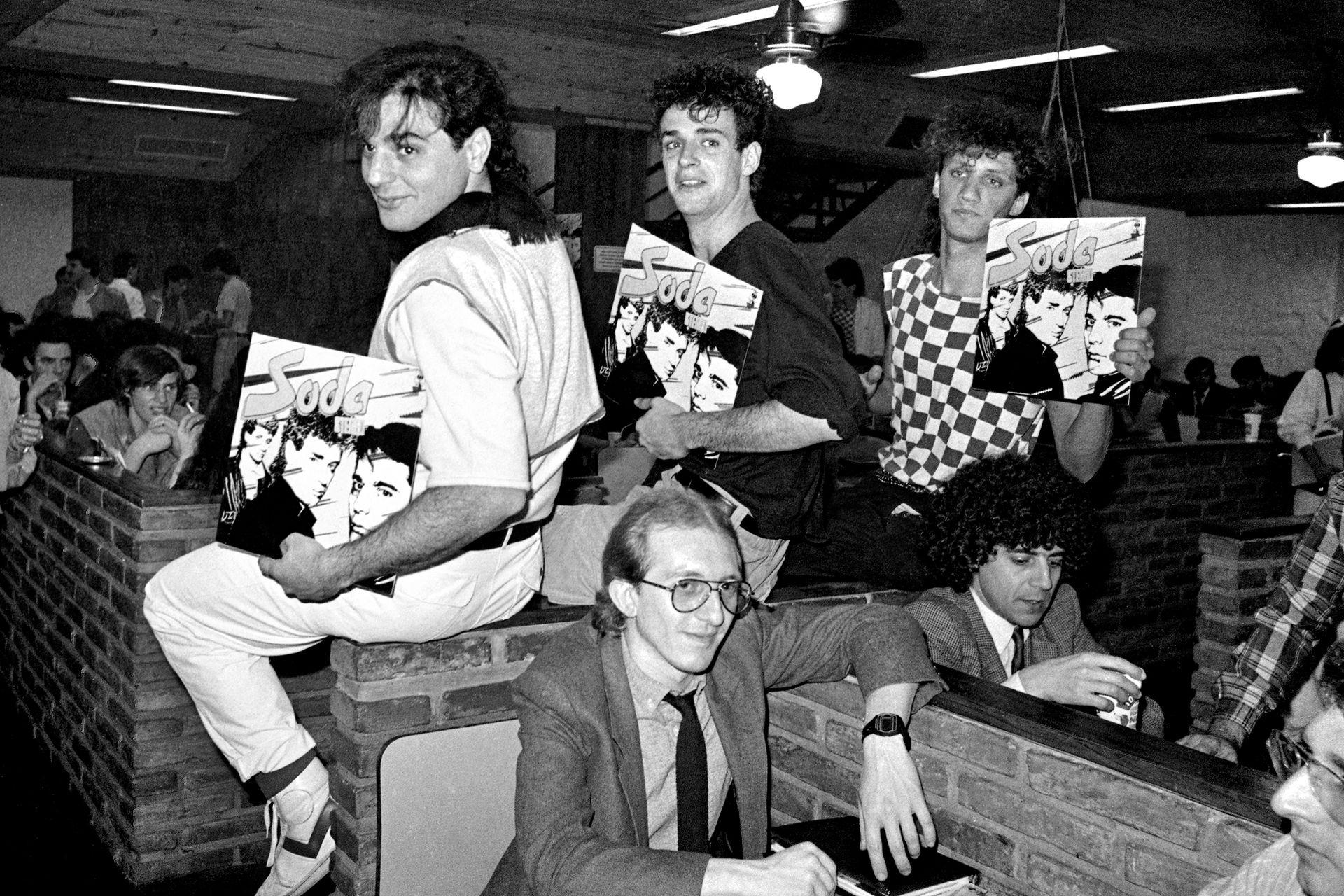 Soda Stereo presentó su primer disco ante la prensa con un almuerzo en Pumper Nic