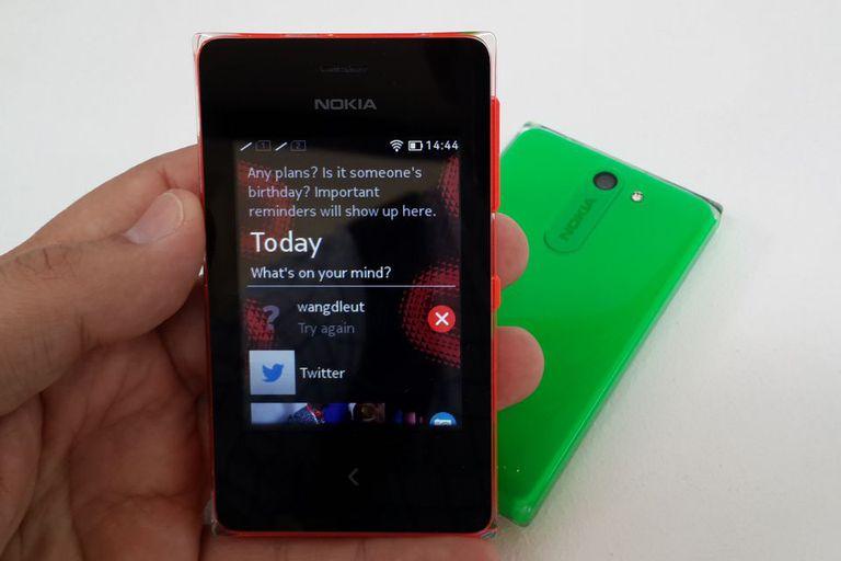 Un Nokia Asha 503; Microsoft dejará de actualizar esta plataforma