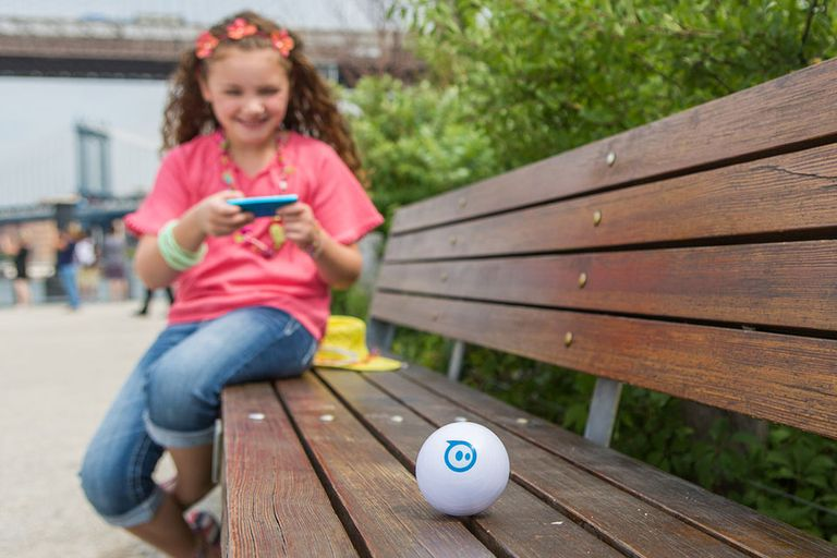 Sphero, una pelota resistente a los golpes y que puede ser controlada y programada desde un dispositivo móvil