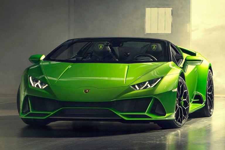 Tiene tracción en las cuatro ruedas y caja automática de siete velocidades (con doble embrague)