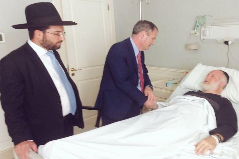 El gran rabino Davidovich, junto al embajador de Israel en Argentina, Ilan Sztulman, y el rabino Elihau Hamra