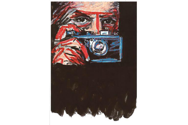 En la nueva novela de Saura, el arte de la fotografía es una de las claves para seguir la pista de varios crímenes (aquí se ve al artista con una cámara Leica)
