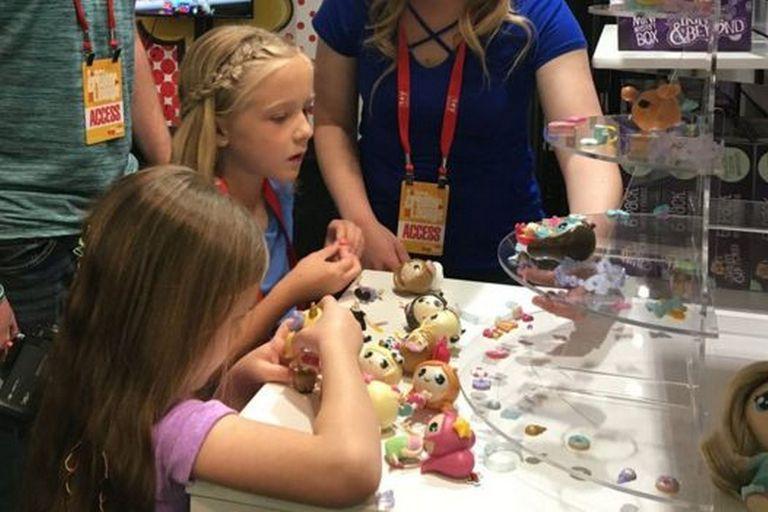 Bonkers Toys, que trabaja con Ryan, también colabora con las niñas de Trinity Beyond