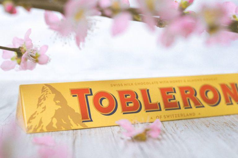 El tradicional chocolate originario de Suiza guarda un par de detalles poco conocidos en su emblemático logo