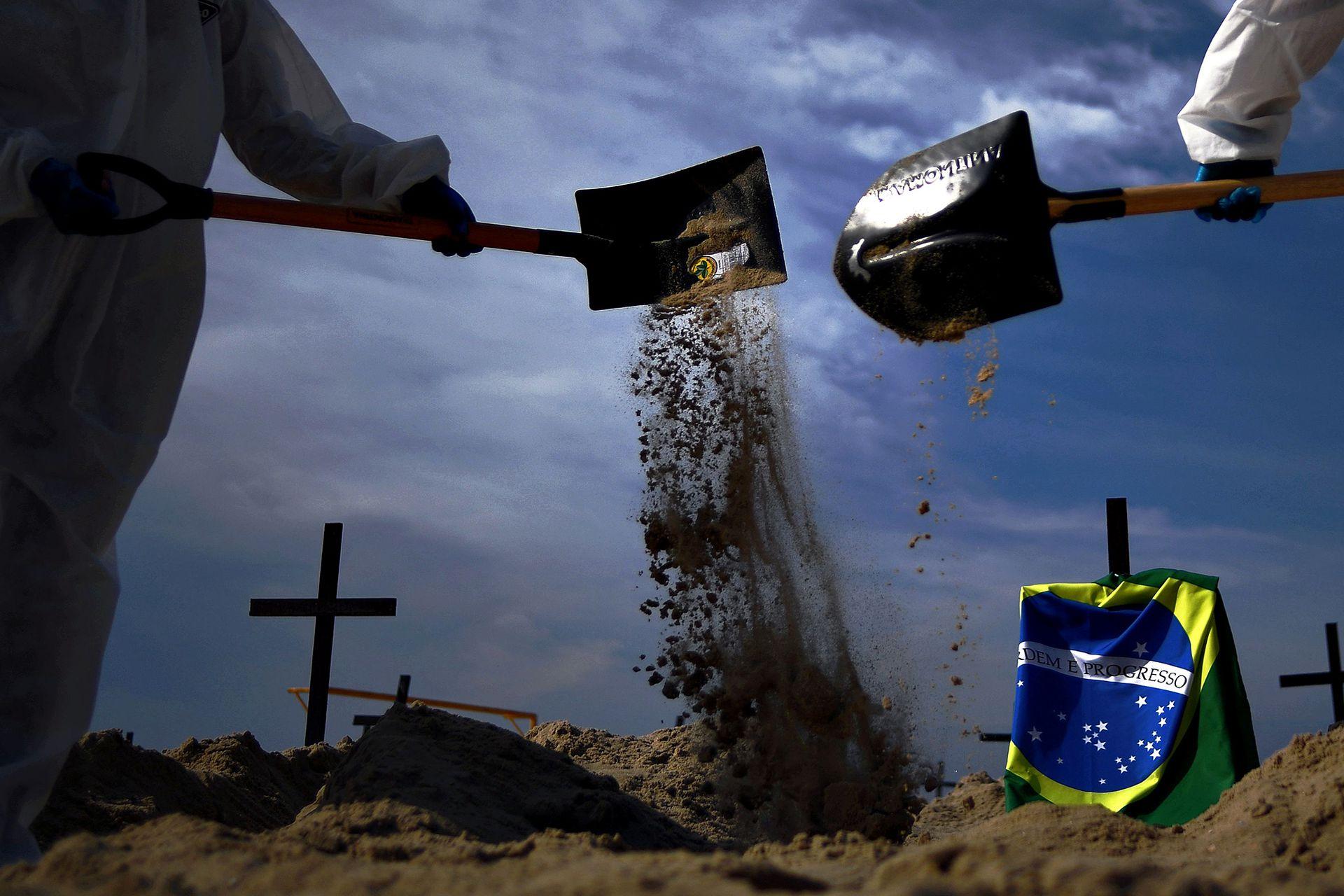 """""""Hemos reproducido aquí, en el decorado de la postal de Río, lo que vemos en nuestros cementerios"""", declaró Antonio Carlos Costa, presidente de la ONG"""