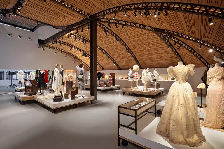 En Asnières-sur-Seine hay una galería donde se archiva la historia de LV