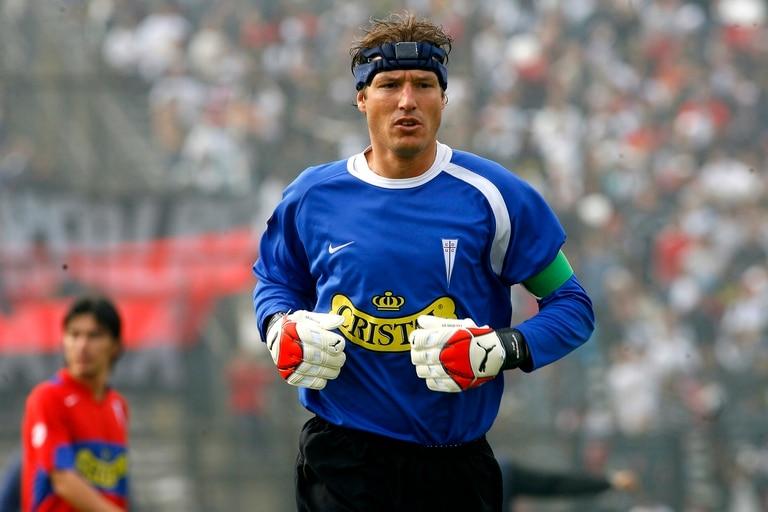 José María Buljubasich, en sus tiempos de arquero de la Universidad Católica de Chile, el club en el que sigue trabajando.