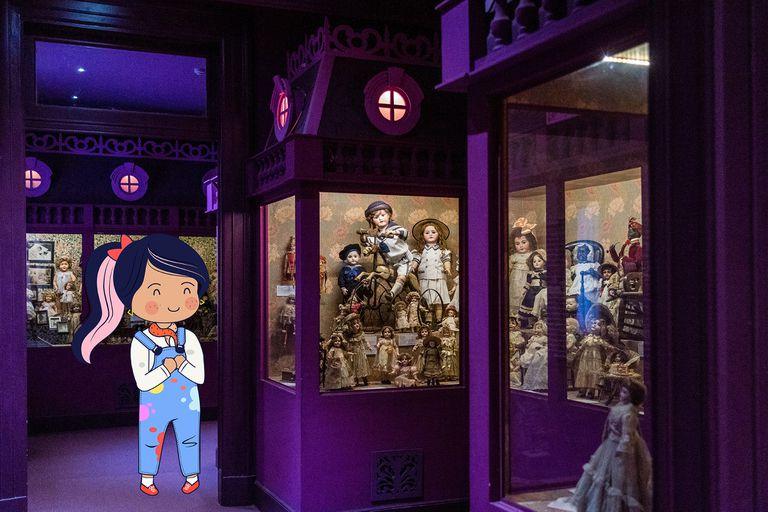 Lola en un recorrido por el Museo Casa Fernández Blanco, donde se exhibe una importante colección de muñecas antiguas