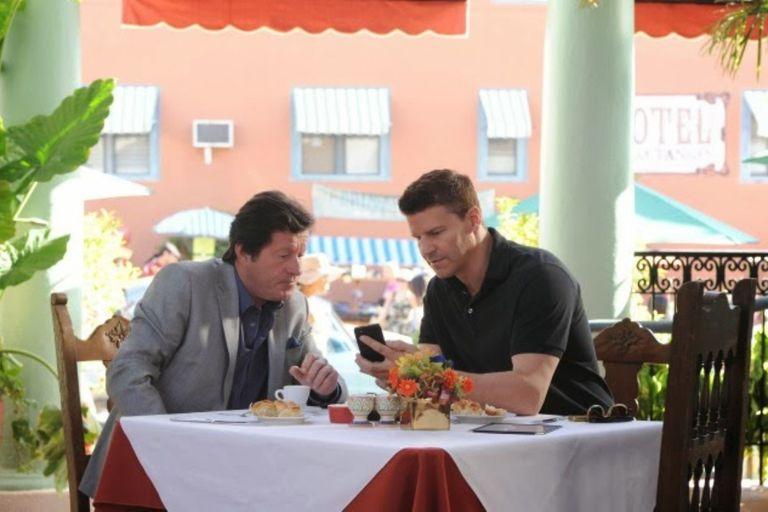 """En un episodio de la exitosa serie Bones, un comisario le explica al agente Booth que a Ciudad Evita """"la controlan los malos"""""""