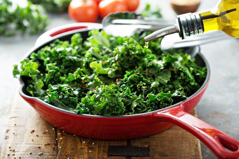 Kale salteado con ajo y oliva