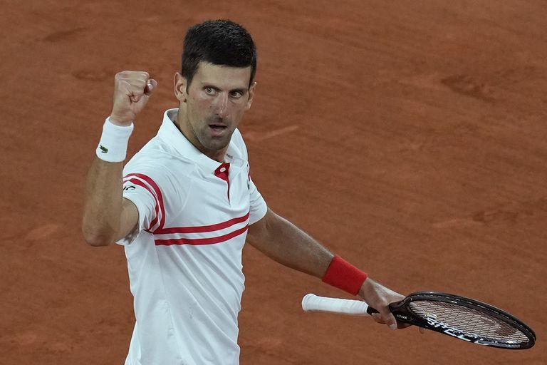 Tras estar abajo en el cuarto set, Novak Djokovic logró tres quiebres y cerró el partido ante Rafael Nadal con autoridad; jugará la final de Roland Garros.
