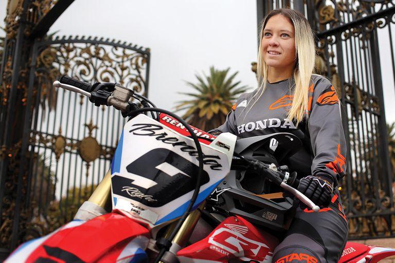 Con 25 años, es referente del motocross.