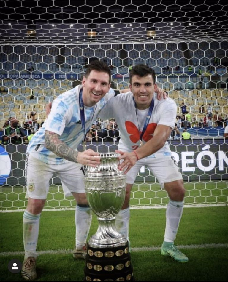Marcos Acuña con Lionel Messi y la Copa América