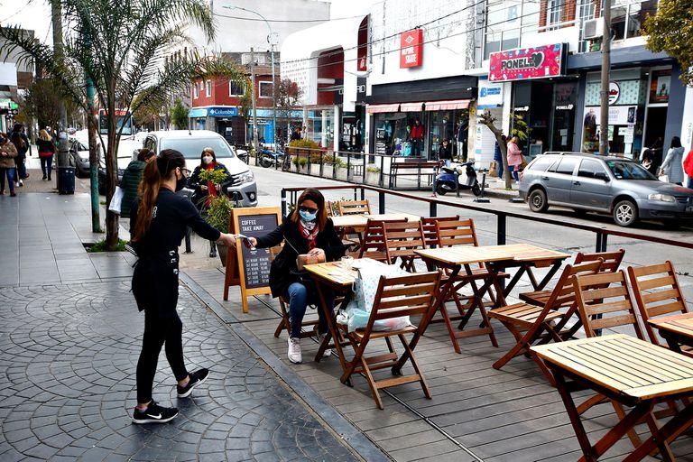 Bares en la calle Güemes en Mar del Plata