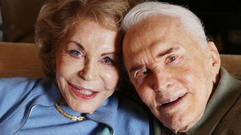 Kirk Douglas y su mujer Anne, con quien asegura haber tenido un maravilloso matrimonio