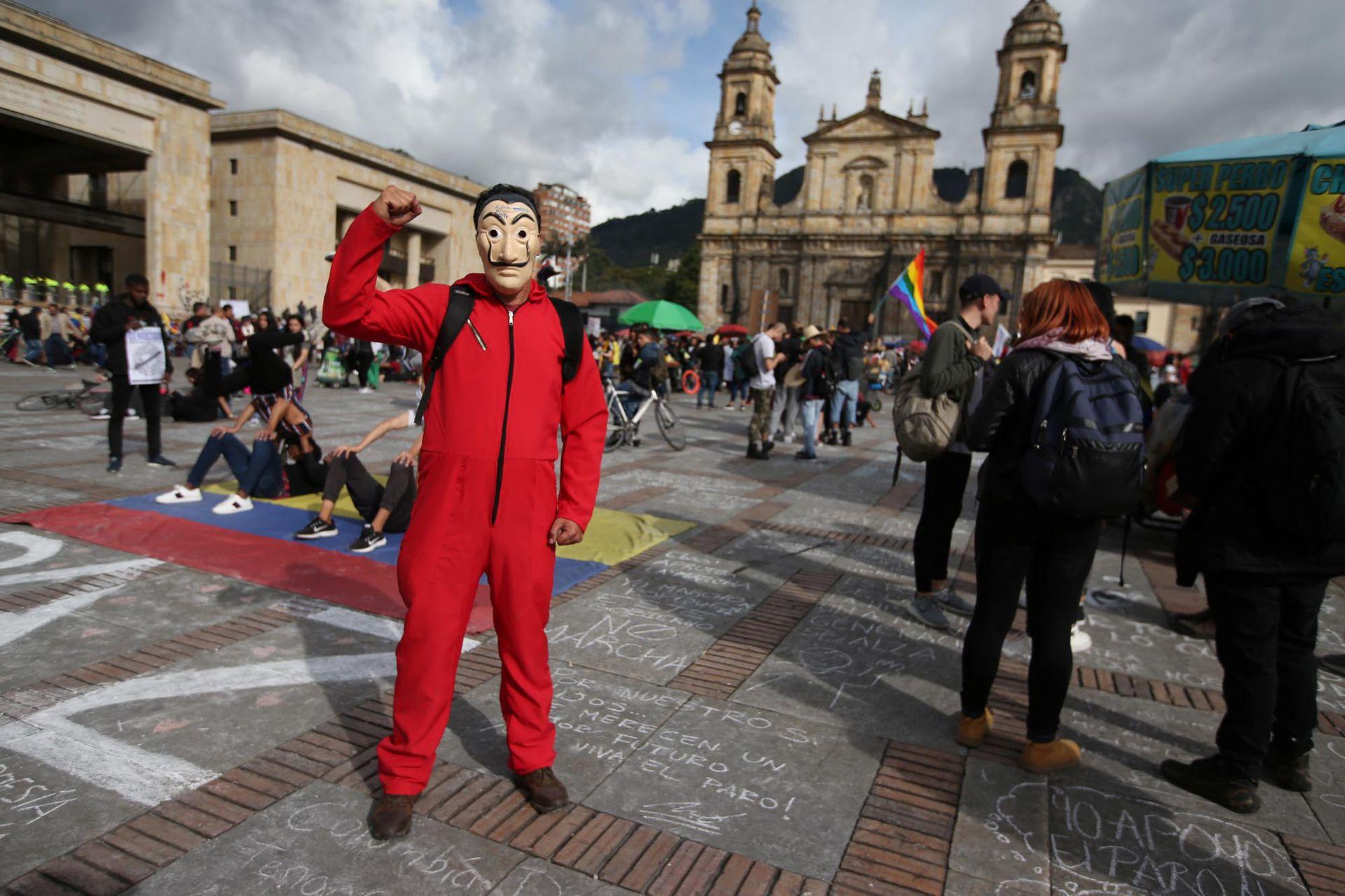 El maestro Andrés Felipe Vargas, de 52 años, en una protesta durante una huelga nacional en Bogotá, Colombia, 27 de noviembre de 2019.