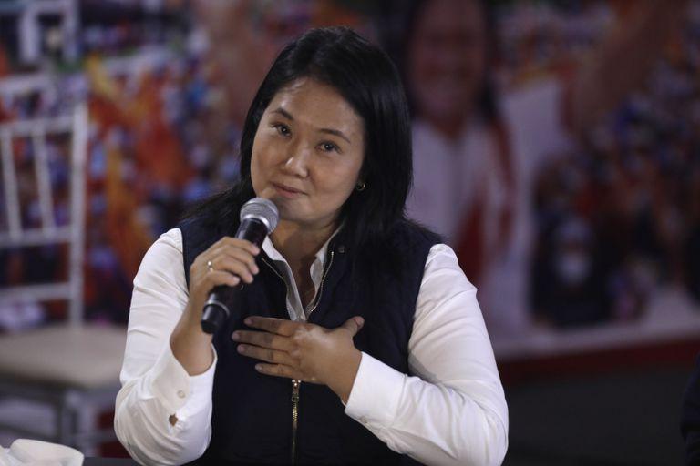 La candidata presidencial Keiko Fujimori habla el lunes 7 de junio de 2021 desde su sede de campaña en Lima, Perú. (AP Foto/Guadalupe Pardo)
