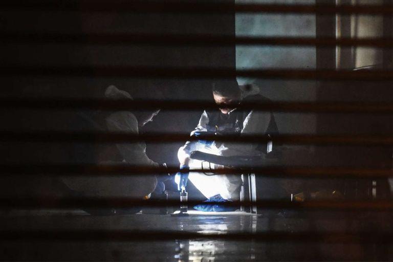 Forenses turcos trabajaron ayer en el consulado saudita en Estambul en busca de evidencias