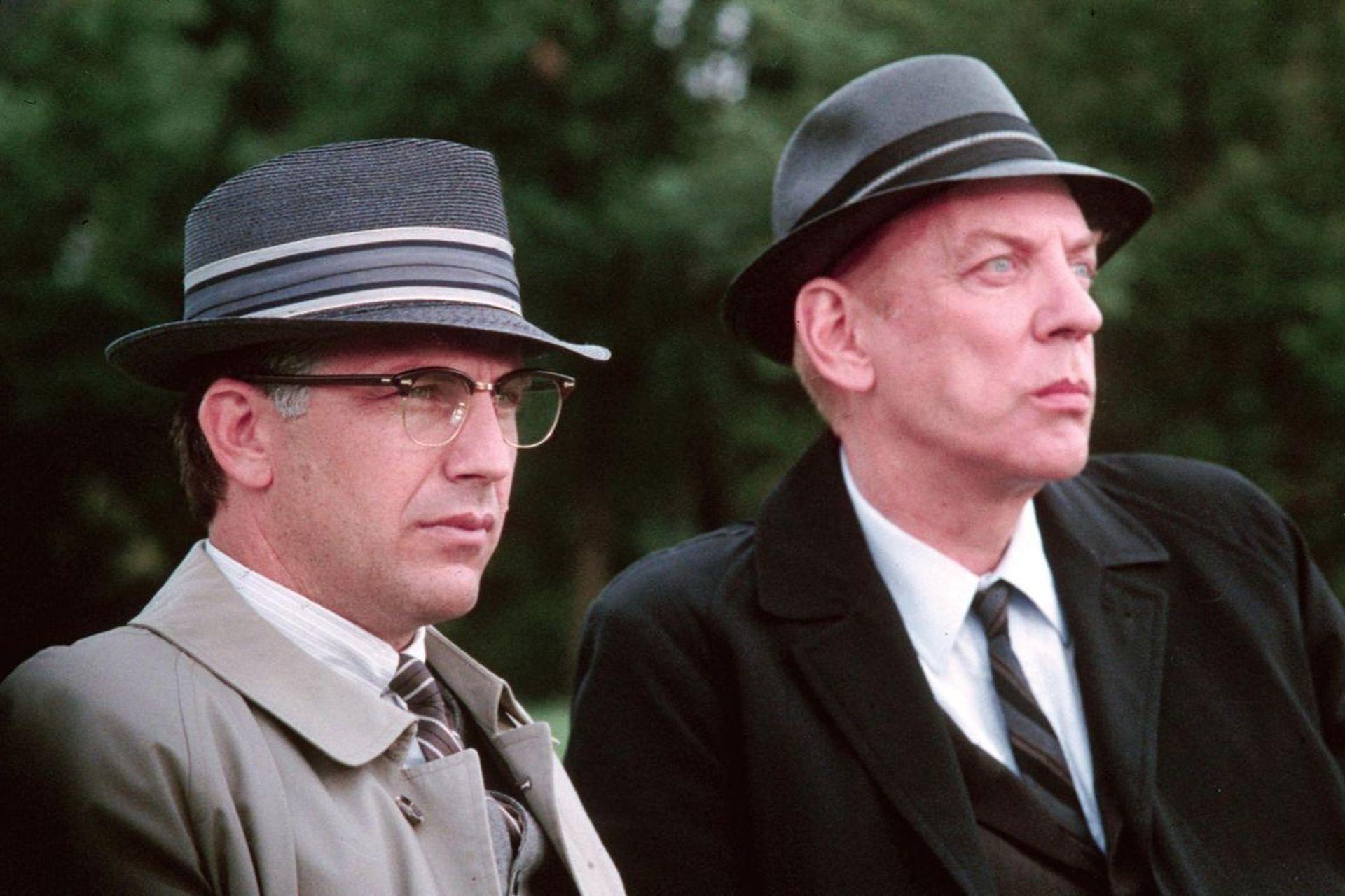 Costner y Donald Sutherland en una escena de JFK