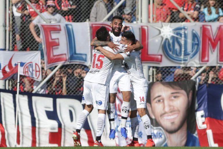 El festejo del primer gol de Central Córdoba
