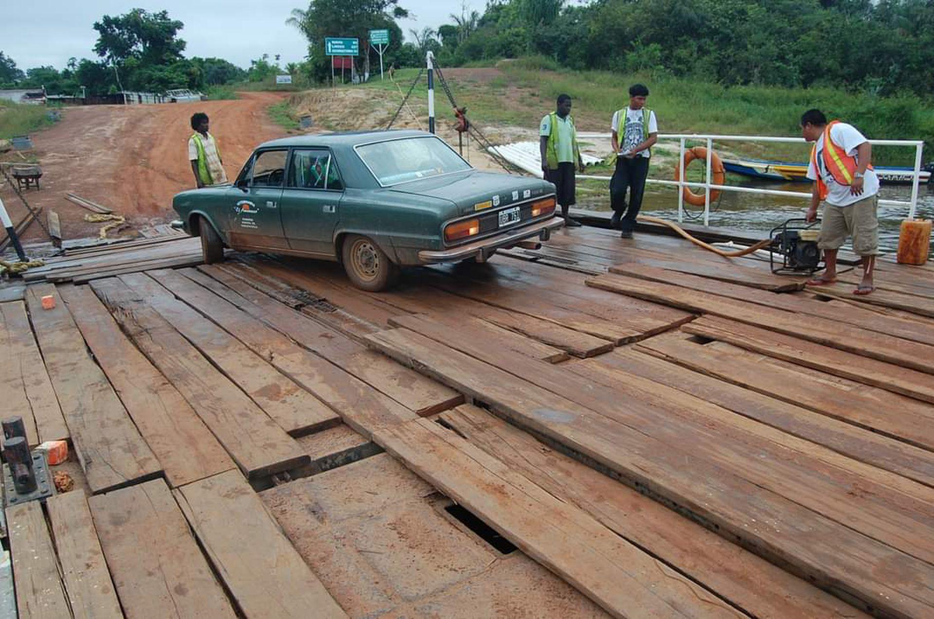 Cruce del río Esequibo, en Guyana. (Foto: RTB)