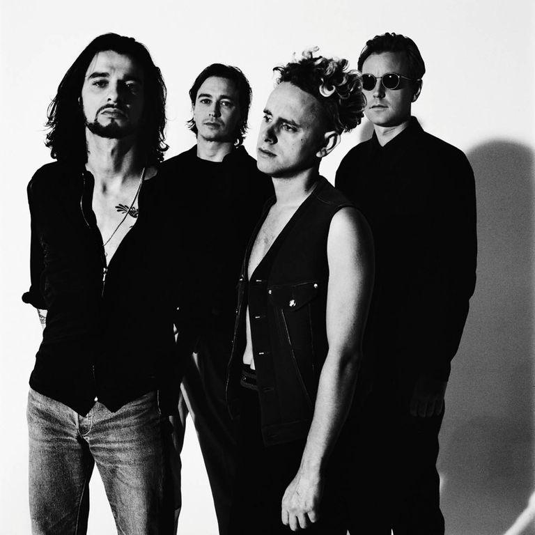 """MIRADAS Londres, 1992, época de Songs of Faith and Devotion, último LP con Alan Wilder (derecha). """"En la foto grupal, hay fuerza en cómo mira cada uno, en especial los que desvían la mirada"""", dice Corbijn."""