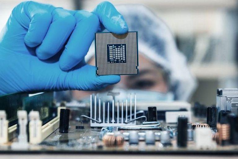 Escasez de chips: cómo puede afectarte la crisis de semiconductores