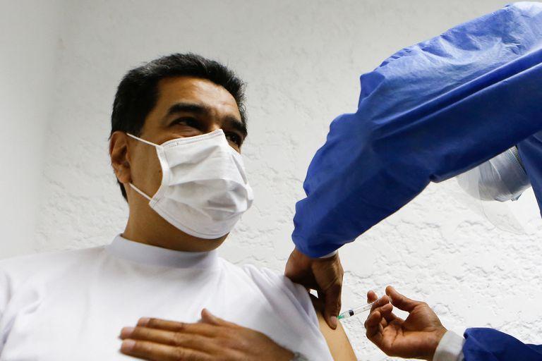 Pulseada: Maduro prohíbe 2,4 millones de dosis de AstraZeneca que gestionó Guaidó