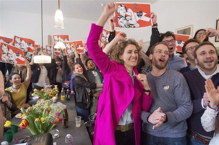 Opositores a la propuesta de la Unión Democrática de Centro festejan el triunfo en la consulta popular