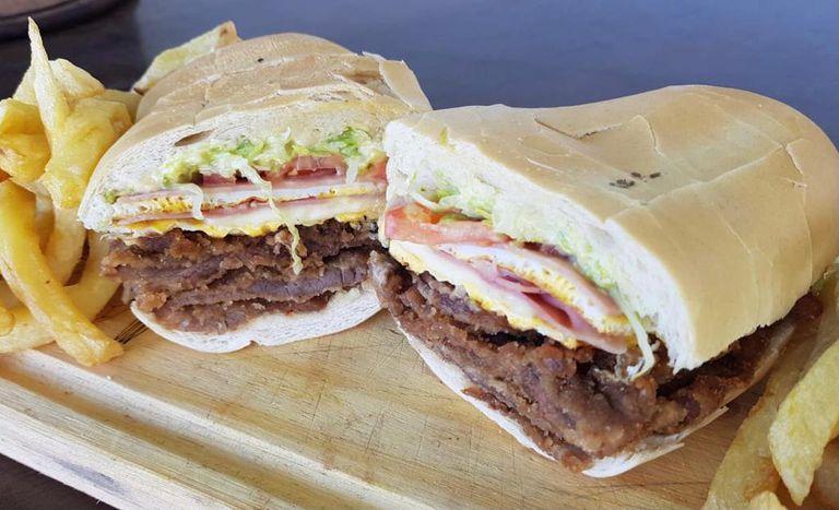 Sándwiches de milanesa tucumanos ¿son los mejores?