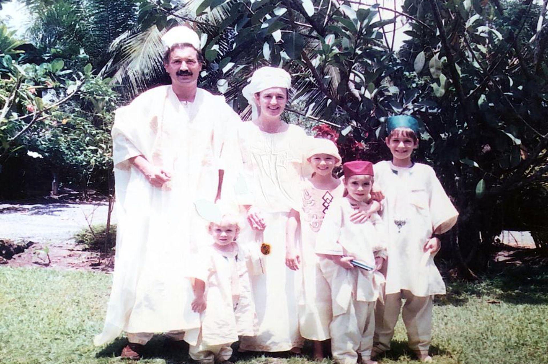 Vestidos con trajes típicos en Nigeria.