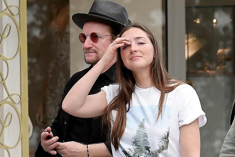 Eve Hewson en 2019 junto a su padre, Bono, quien al principio no quiso saber nada con que ella se convirtiera en actriz