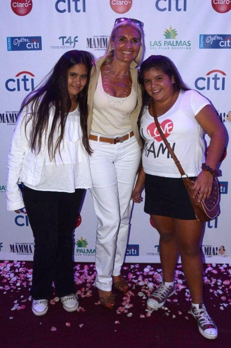 Silvia D'Auro junto a sus dos hijas Rocío y Morena Rial