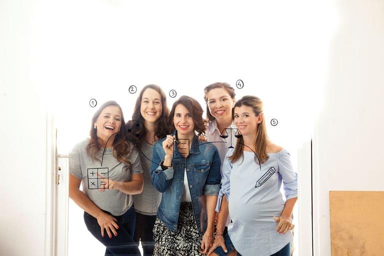 Carolina López (41), contadora; Verónica Mariani (36), Lic. en Publicidad; Rina Di Maggio (36), Lic. en Publicidad; Paula Rossi (34), abogada; Romina Lamarque (36), diseñadora gráfica
