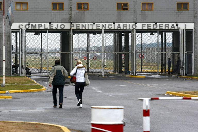 Piden extender el permiso de uso de celulares a los presos en cárceles federales