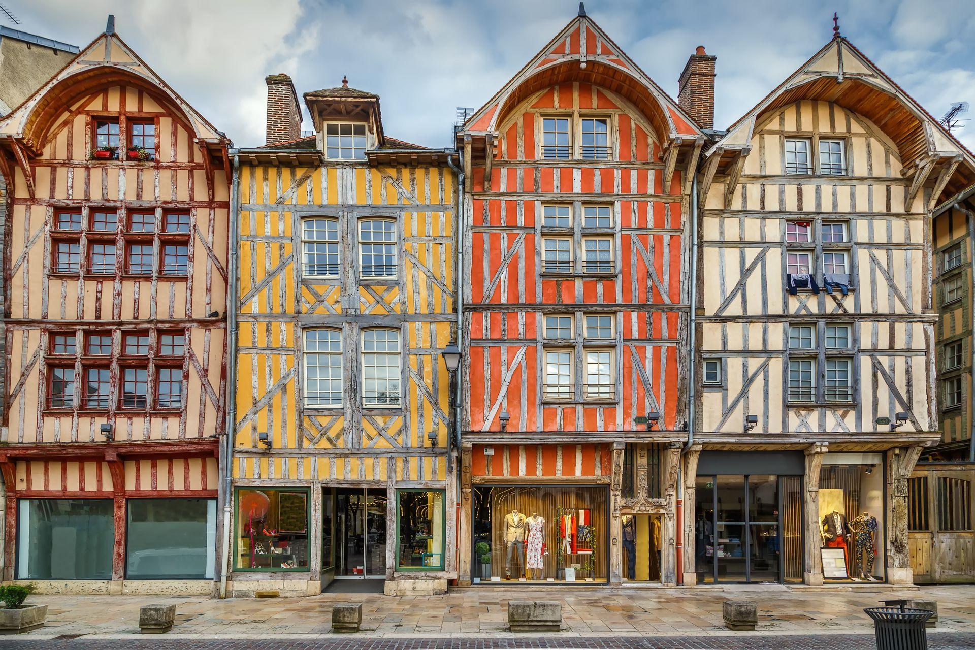 A una hora y media de París en tren, Troyes recibía unos 4,5 millones de visitantes cada año