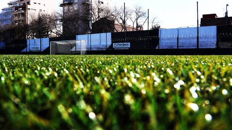 Césped sintético en el fútbol: lo mejor, lo peor y las polémicas
