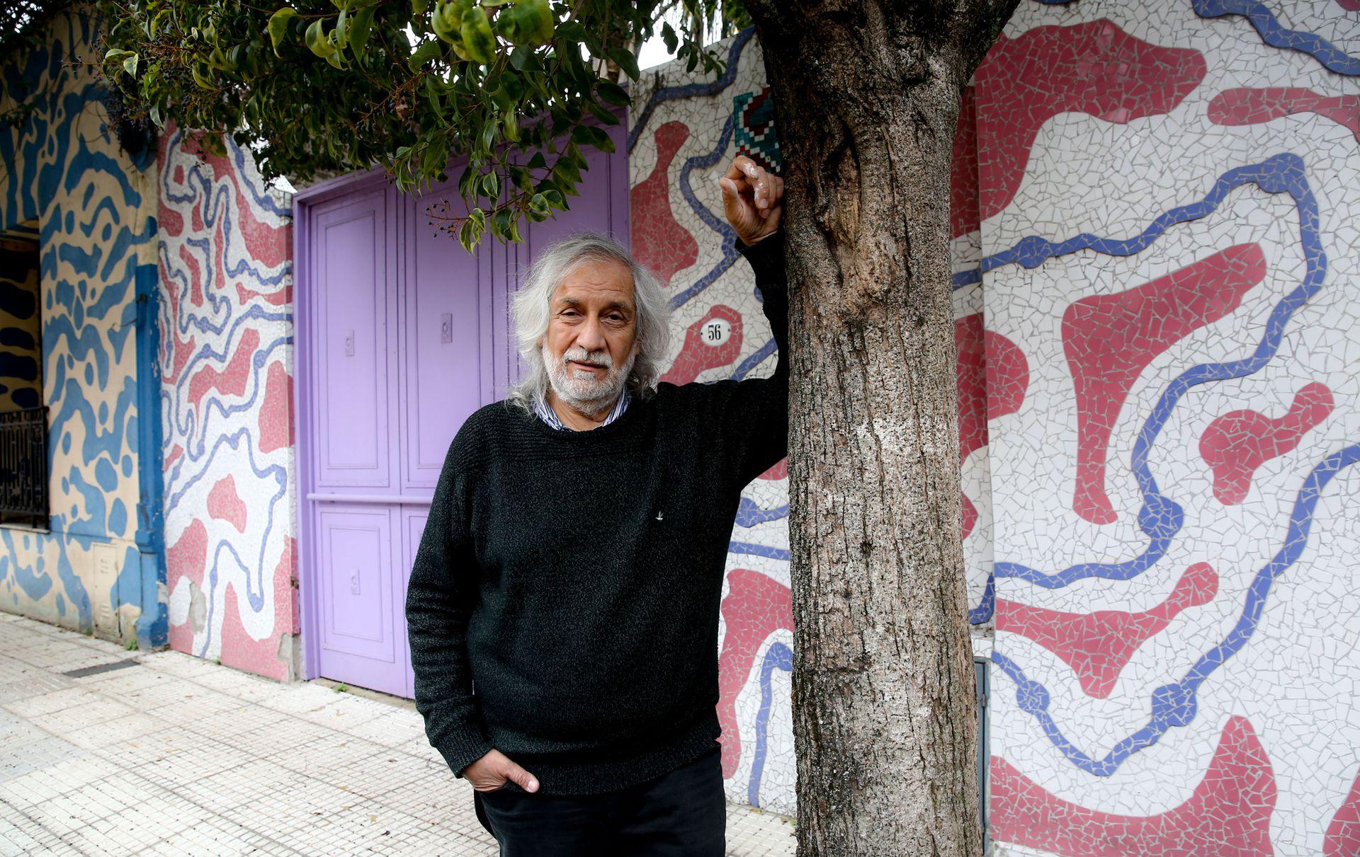 Con colores y mosaicos, Marino Santa María transformó el pasaje Lanín, en Barracas