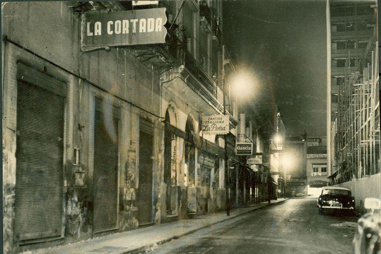 La cortada en diciembre de 1959. Sobre la derecha, la construcción del Edificio del Plata.