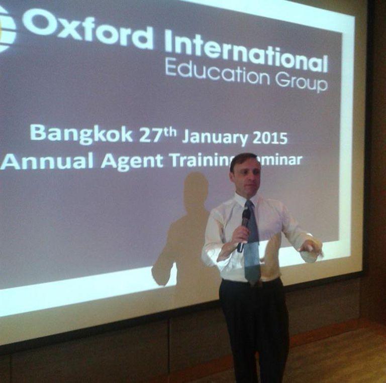 Esteban Cichello Hübner en una conferencia para Oxford.