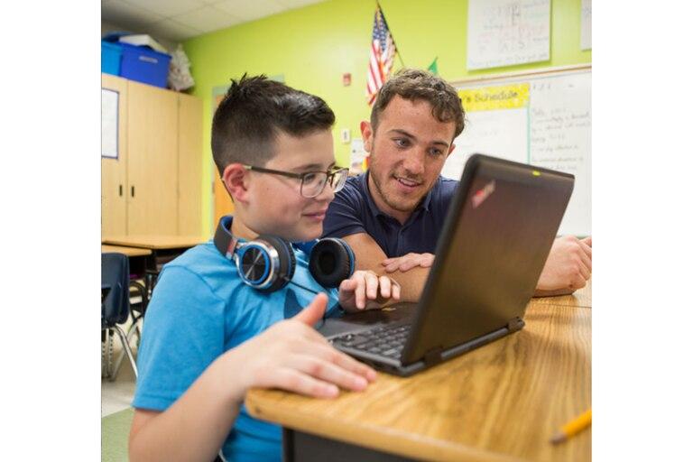 La organización se encarga de dar a los docentes acompañamiento para el uso de la tecnología y herramientas didácticas en línea  Foto: Participate Learning