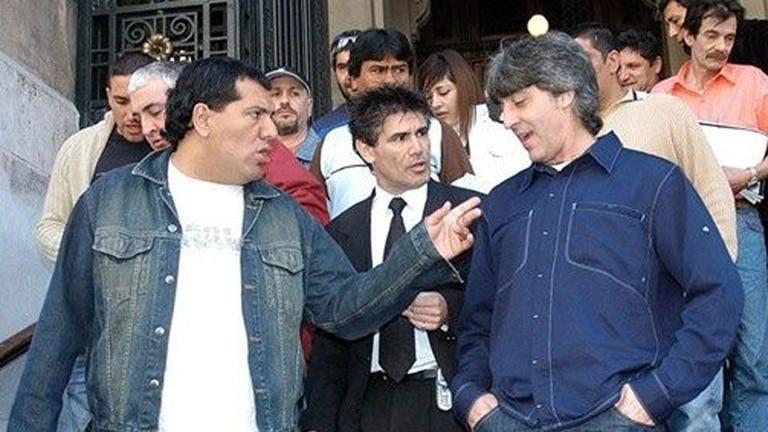 Pereyra charla con Di Zeo y uno de los abogados, durante el juicio por la agresión a los barras de Chacarita, donde terminaron casi cuatro años presos